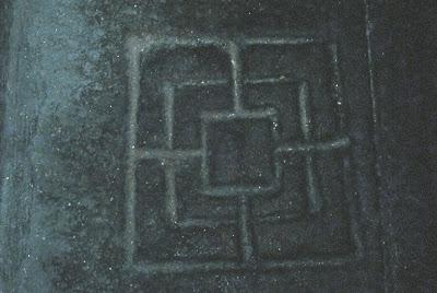 Tablero del Molino grabado en la piedra de la Catedral de Ourense.