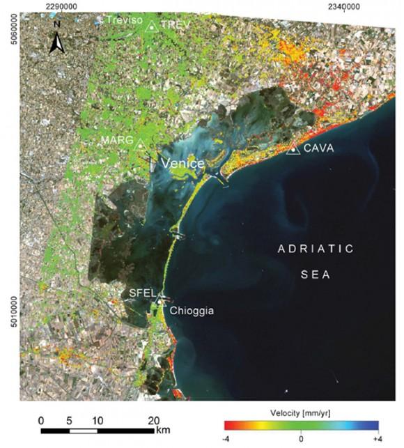 Mapa de las zonas de hundimiento de la región, marcadas en rojo. Obtenidas por ENVISAT. Imagen: Tosi et ál. (2013).