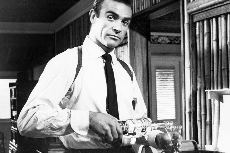 Hola a todos, me llamo Bond, James Bond… y soy un alcohólico
