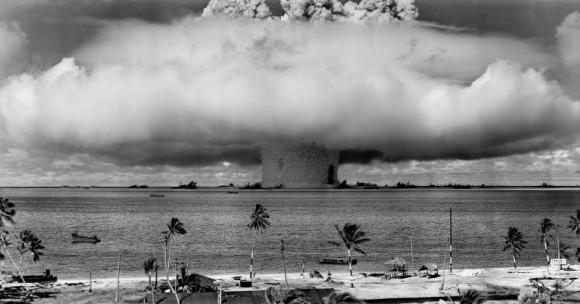 de Baker de 21 kilotones en julio de 1946 en el atolón Bikini. Fuente Wikipedia