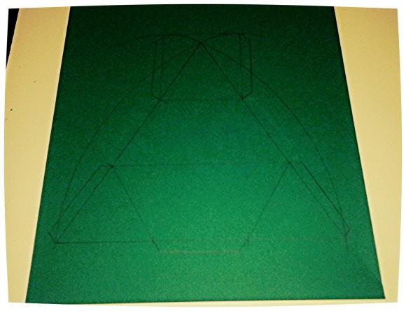 Fotografía del diagrama realizado por mí, para construir uno de los semi-tetraedros