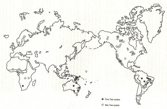 """Mapa con las localizaciones de los pueblos con un sistema de contar por pares, marcado con círculos negros, y un sistema de contar por pares modificado, marcado por círculos blancos, del libro """"Numbers through the ages"""""""