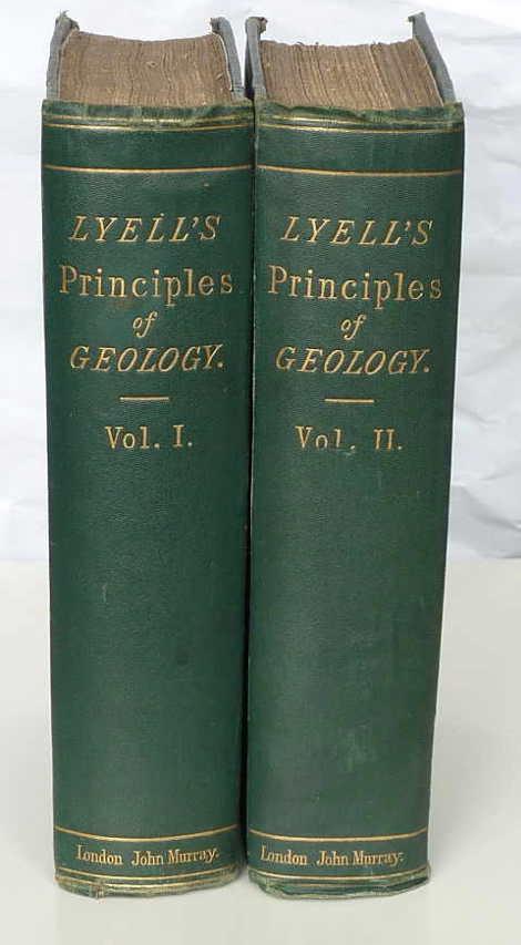 Dos de los tres volúmenes de los Principios de Geología de Lyell editados por John Murray
