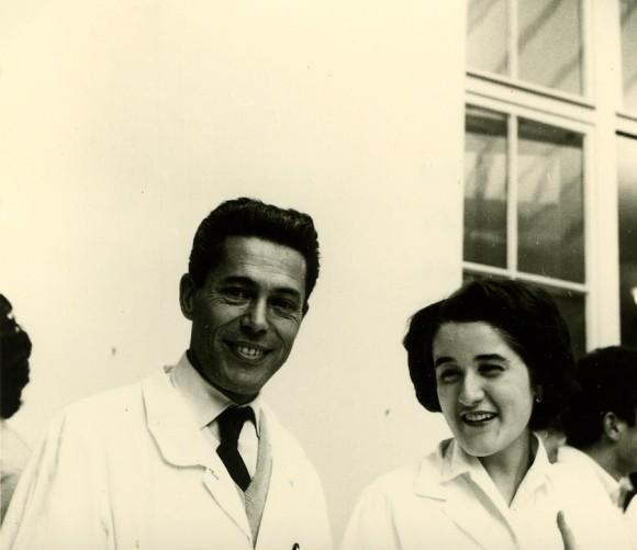 Jacques Monod y Carmen Sánchez en 1960. Foto Madeleine Brunerie, Institut Pasteur.