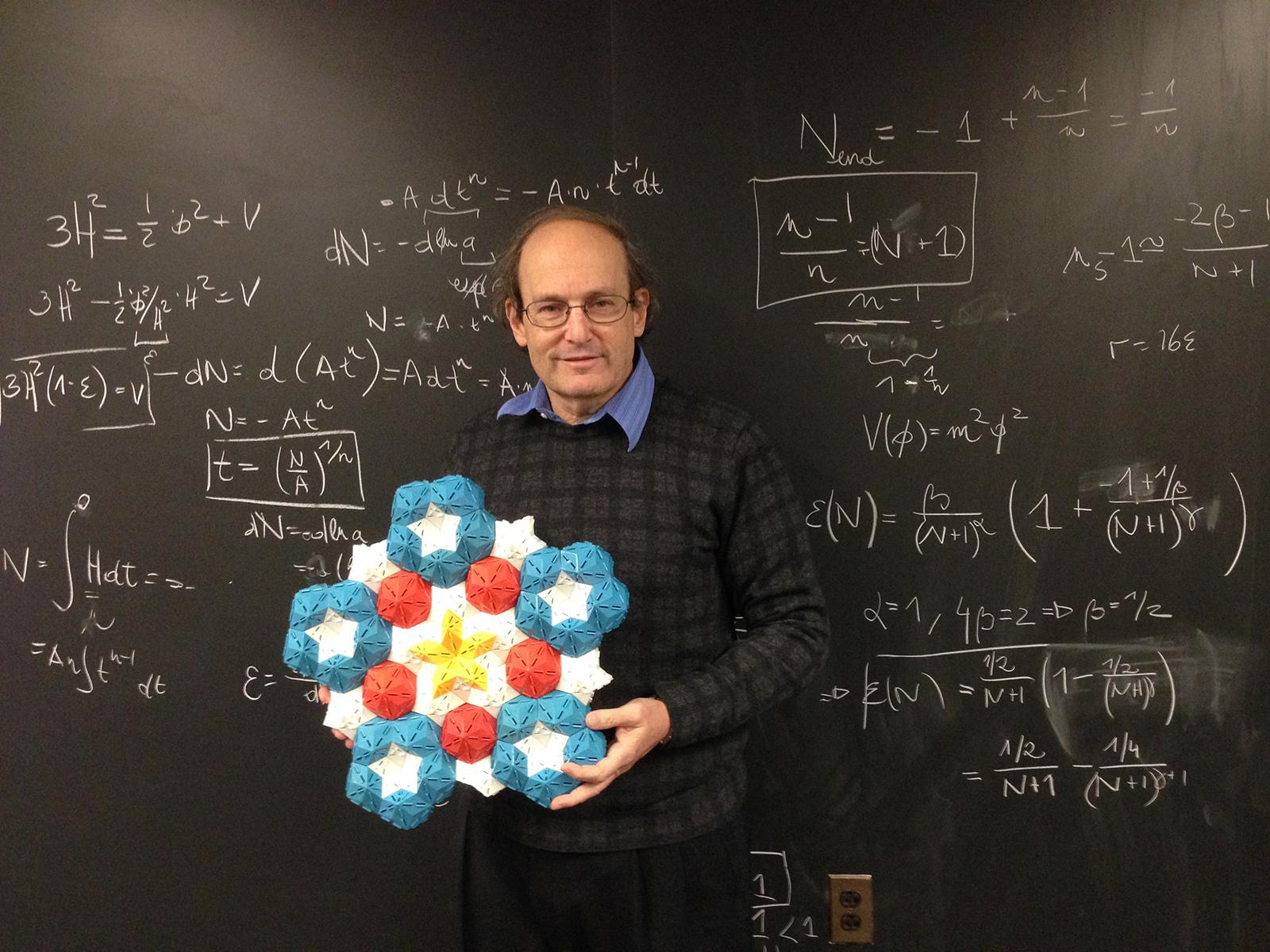 Paul Steinhardt, en plan Rafiki de la simetría pentagonal