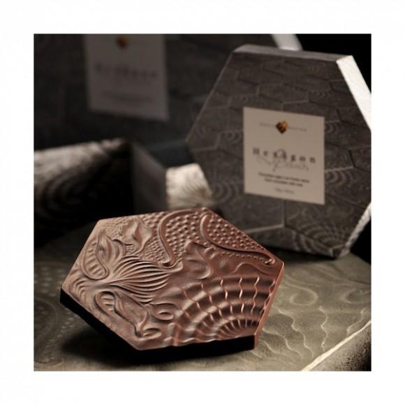 """Tableta de chocolate """"Hexàgon Gaudí"""" diseñada por el maestro chocolatera Enric Rovira"""