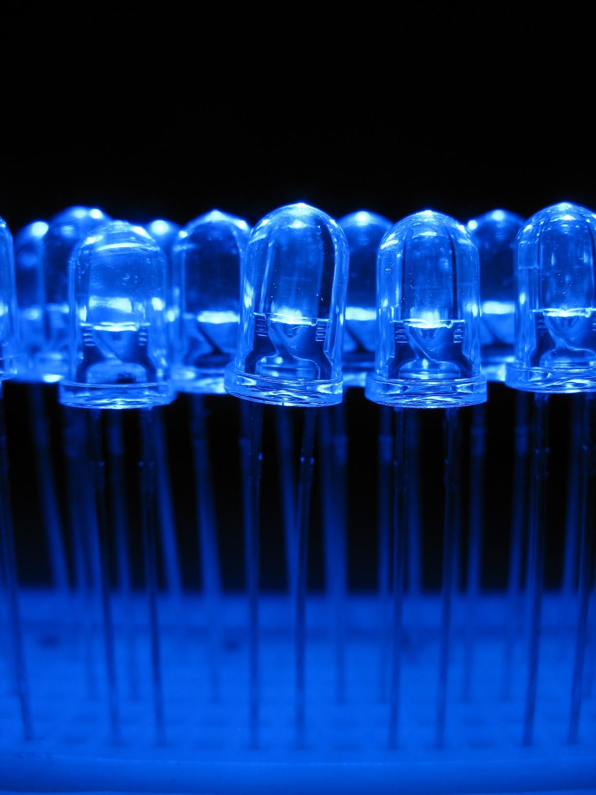 Los materiales de los LEDs del futuro se diseñan con química cuántica