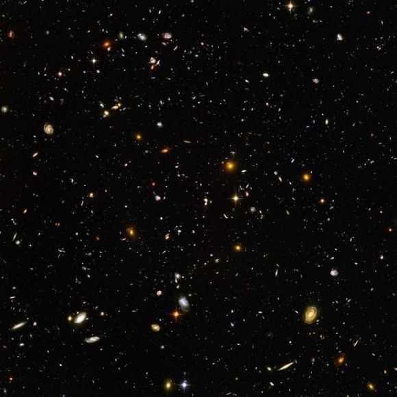 Espacio profundo del Hubble. Al menos 6 galaxias están al menos a 12.000 millones de años luz de distancia.