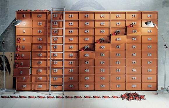 Recordad que si tenemos más coches rojos de juguete que cajones en los que guardarlos, habrá por lo menos dos coches rojos de juguete que estarán guardados en el mismo cajón