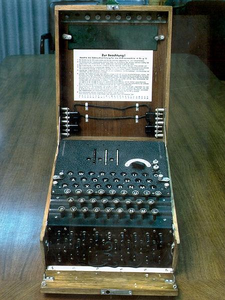 Imagen de una máquina Enigma, como las utilizadas por el ejército alemán durante la segunda guerra mundial, y que serían un verdadero quebradero de cabeza para los aliados