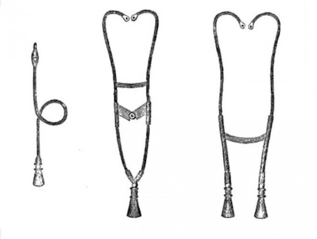 Estetoscopios flexibles.: Bird (1840) a la izquierda; Leared (1851) en el centro; a la derecha modelo de 1855.