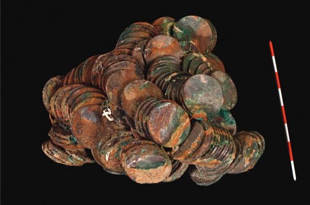 Monedas procedentes de la Fragata (imagen Lola H. Robles. Ministerio de Educación)