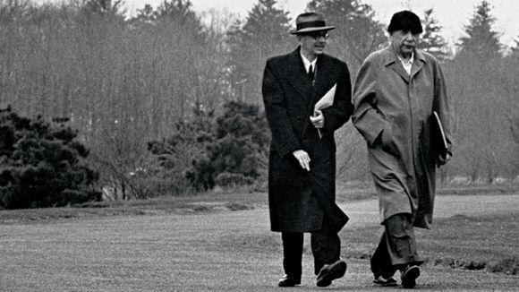 Kurt Gödel y Albert Einstein, Princeton, 1954 © Leonard Mccombe