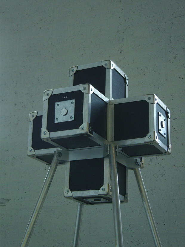 Cámara estenopeica panóptica teseracto, a partir de la cuarta dimensión de Charles Hinton (2008), James Loftus