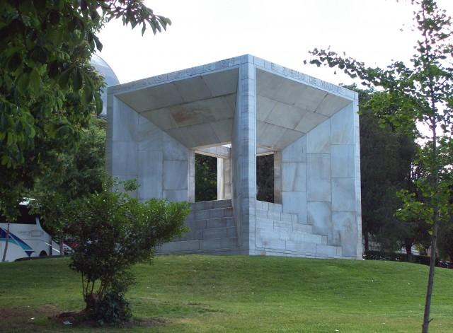 Monumento a la constitución (1979), Miguel Ángel Ruiz Larrea