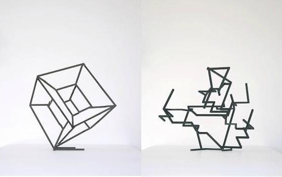 Dos perspectivas distintas de la obra Hypercube (2002), de Benoit Lemercier