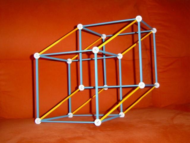 Proyección ortogonal del armazón del hipercubo en el espacio tridimensional, que he realizado con la herramienta educativa y de construcciones zometool