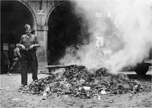 No fueron tan comunes como en la Alemania nazi pero en la España franquista también se quemaron infinidad de libros