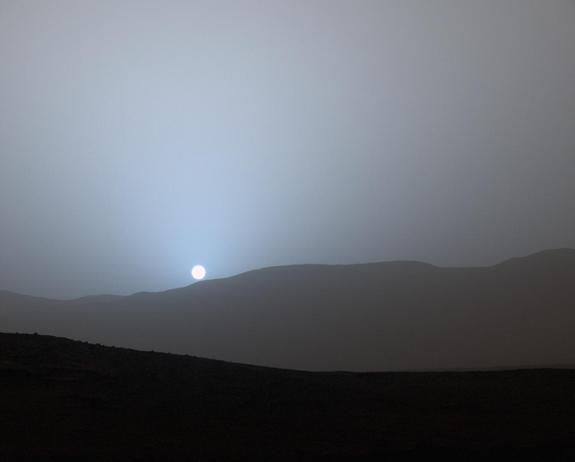 Atardecer sobre el planeta Marte, fotografiado por el róver Curiosity el 15 de abril de 2015 (Imagen: NASA/JPL-Caltech/MSSS)