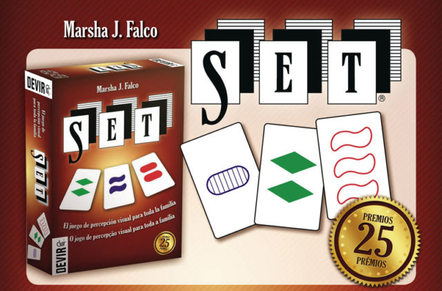 Publicidad del juego de cartas SET, en la que aparece la caja del mismo, el nombre de su creadora, la genetista Marsha J. Falco, un trío de cartas del juego y la mención a los 25 premios obtenidos por el juego