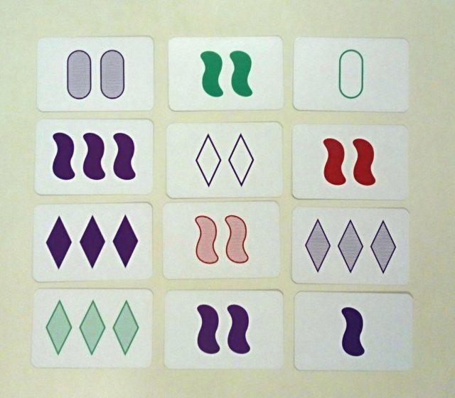 Grupo de 12 cartas, sacada de la página wed de The New York Times, con las que se pueden formar 6 SETs