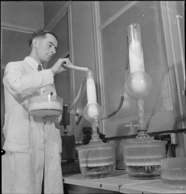 penicillin_past_present_and_future-_the_development_and_production_of_penicillin_england_1943_d16959