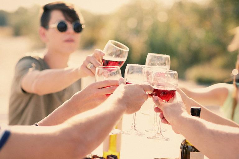 «Una copita de vino es buena para el corazón». Claro que sí, guapi.