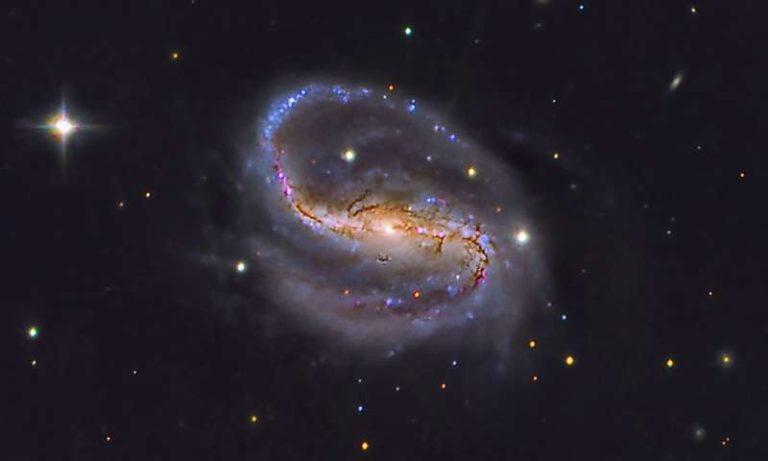 La materia oscura auto-interactuante y las curvas de rotación de las galaxias
