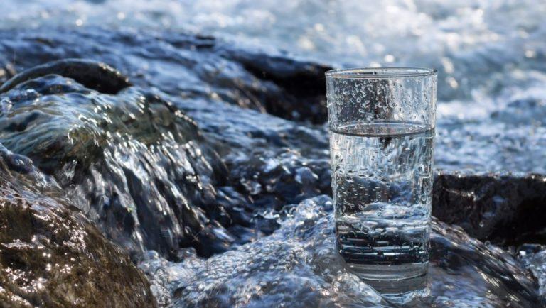 Agua cruda, la nueva moda antiprogreso del primer mundo