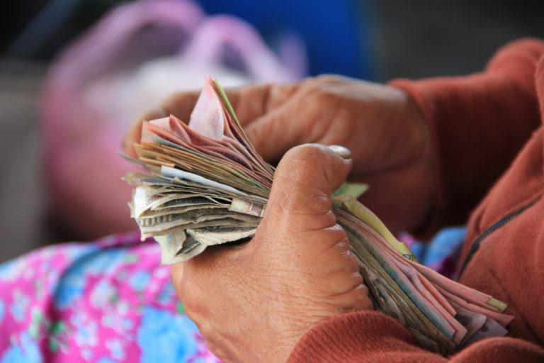 Datos vs. ideología: ¿Es la asignación de una renta básica universal la forma más eficiente de reducir la pobreza?