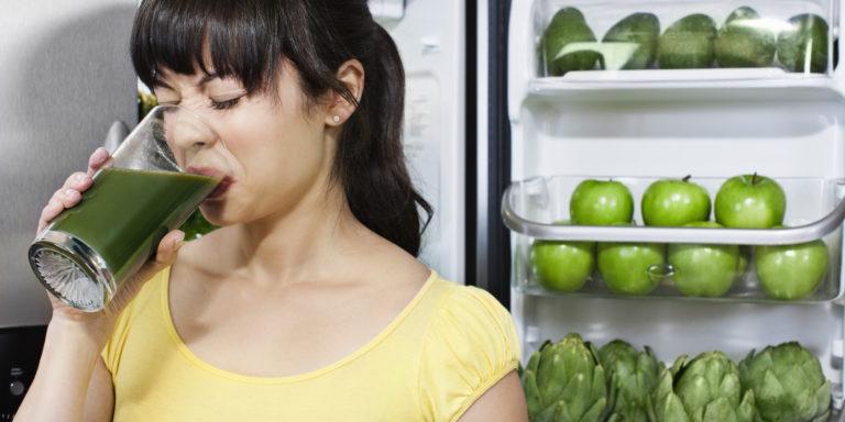 Las dietas detox ni desintoxican ni adelgazan