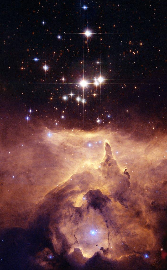 Un medio sólido y rígido llena todo el espacio o la luz se transmite en el vacío