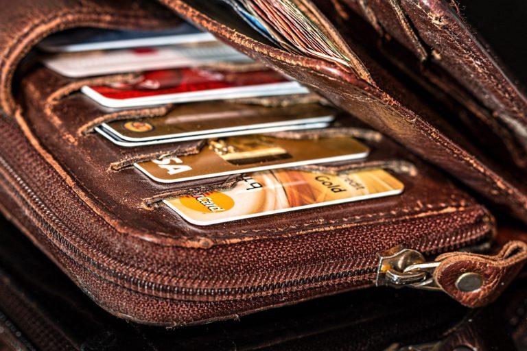 ¿Devolvería a su dueño una cartera con dinero?