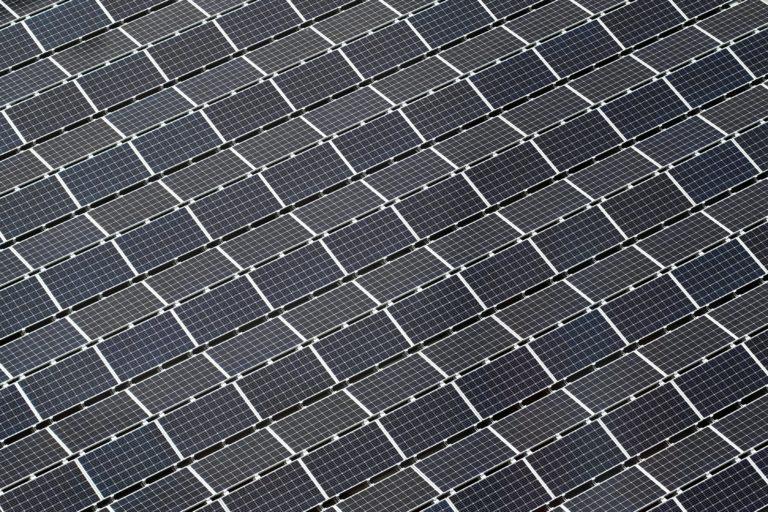 El precio de la electricidad es más volátil en épocas de incertidumbre en la regulación de renovables