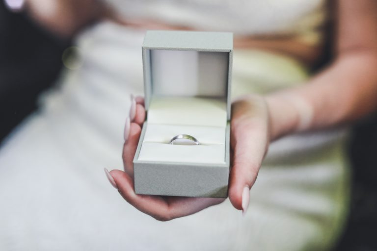 Así es el nuevo mercado matrimonial en España: si quieres pareja, ocúpate de cuidar