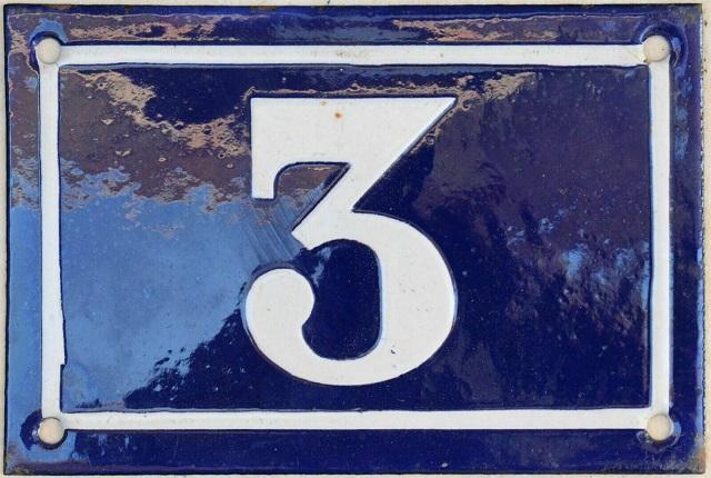 La regla de tres, o las emocionantes aventuras del número tres (III)